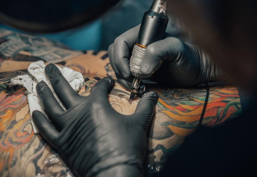 hygiène et la désinfection dans les salons du tatouage